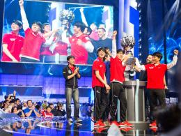 "Die Gewinner der 3. World Championship Saison in League of Legends: Das Team ""SK Telecom T1""."