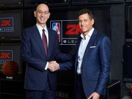 NBA Commissioner Adam Silver (li.) und Strauss Zelnick, Chairman und CEO von Take-Two