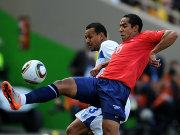 Beausejour (re.) im Duell mit Figueroa.