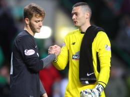 Luis Zwick (li.) mit Celtic-Keeper Craig Gordon