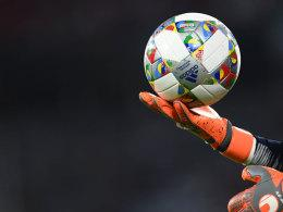 Ball mit dem Nations-League-Wappen