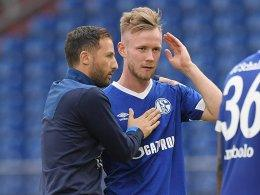 Trainer Domenico Tedesco und Cedric Teuchert