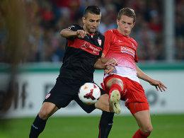 Stuttgarts Ibisevic im Duell mit Ginter (re.)