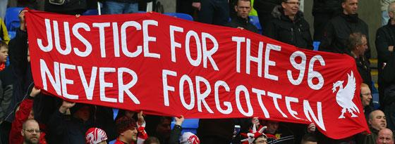 """Justice for the 96"": Liverpool-Fans zeigen ein Banner"
