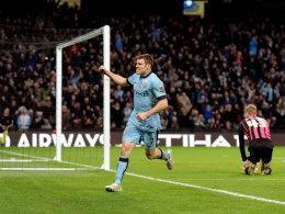James Milner jubelt gegen Sheffield Wednesday