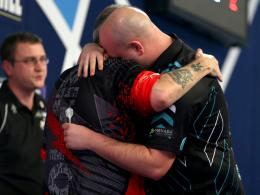 Rob Cross (r.) und Phil Taylor