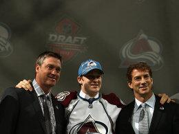 Patrick Roy, Nathan MacKinnon, Joe Sakic (v.li.)