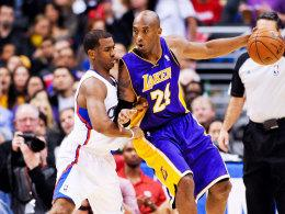 Chris Paul (li.) vs. Kobe Bryant