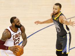 LeBron James und Stephen Curry (re.)
