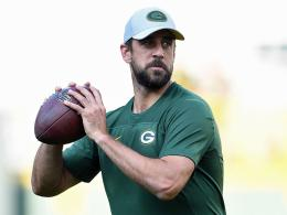 "Aaron Rodgers ""title ="" Aaron Rodgers ""width ="" 260 ""height ="" 195 ""/><p> New record man: Aaron Rodgers.</p><div class="