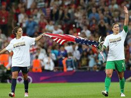 Carli Lloyd und Hope Solo (re.)